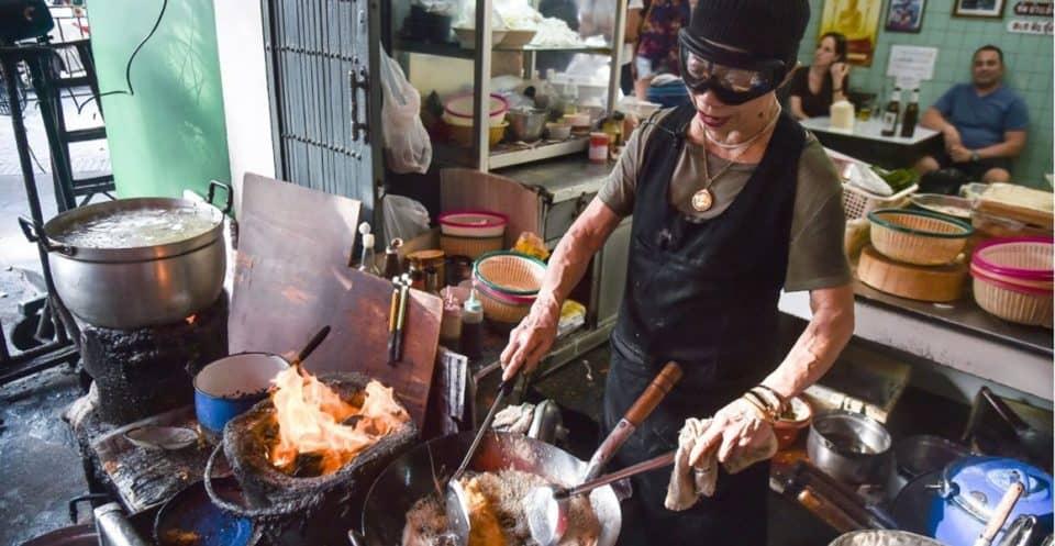 Thai cooking - kitchen & utensils