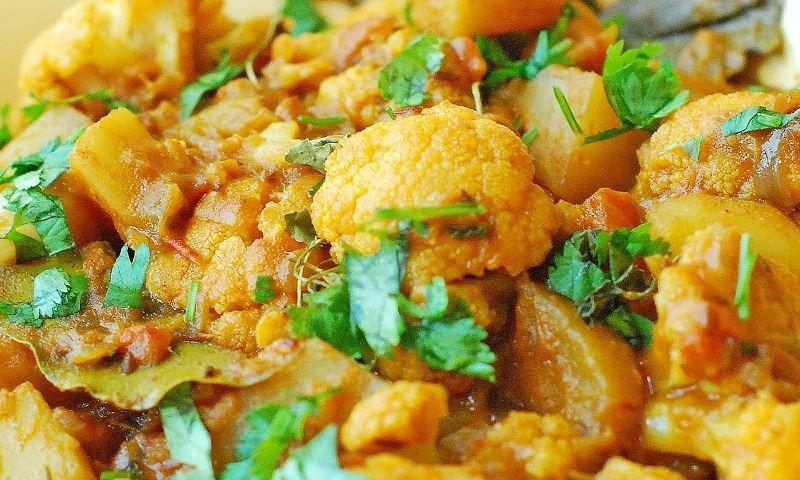 Gobi Aloo (Cauliflower And Potatoes)