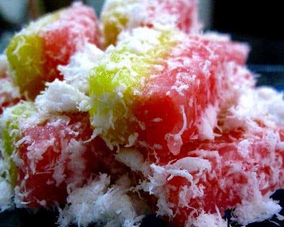 Ongol-ongol - sweet sago rolls