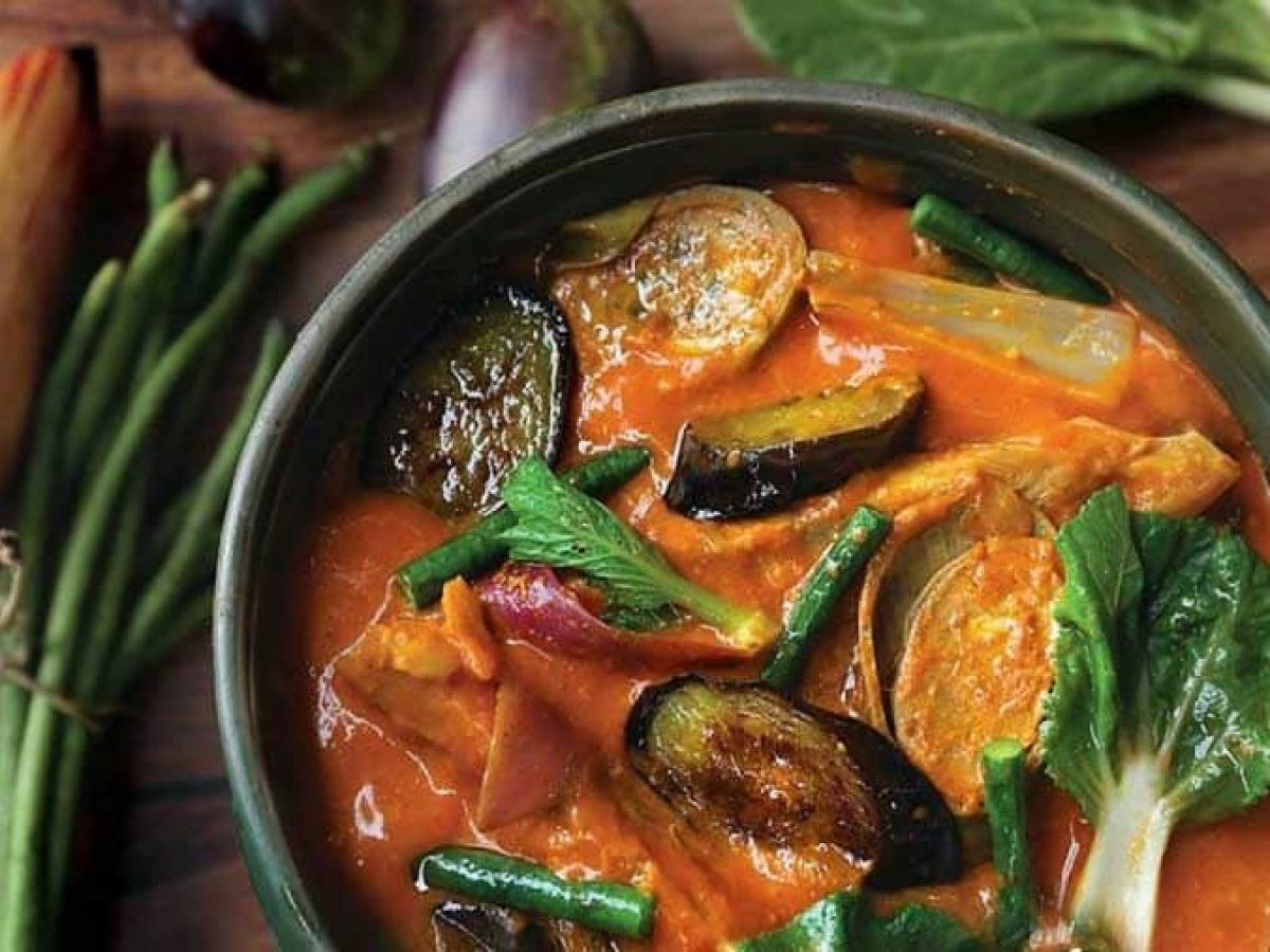 How To Cook Kare-Kare (Oxtail Stew) - Asian Recipe